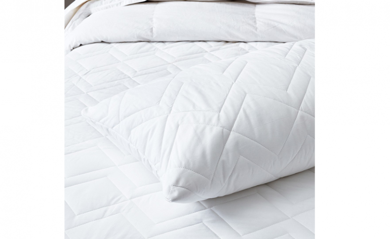 The White Company Luxury Anti-Allergy Pillow Protector review